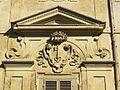 Palazzo medici riccardi, facciata interna sul giardino 04 stemma riccardi.JPG