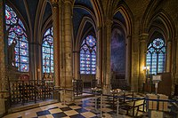 Panorama of the interior of the Cathedrale Notre Dame de Paris-LR1 (22457676932).jpg