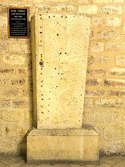 dalle funéraire de la reine Alix ou Adelaïde de Savoie, femme du roi Louis VI, dit Legros, fondatrice de l'abbaye de Montmartre dans le 18e arrondissement de Paris