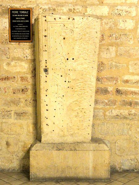 Fichier:Paris (75), église Saint-Pierre, bas-côté nord, pierre tombale d'Adelaïde de Savoie, morte en 1154.JPG