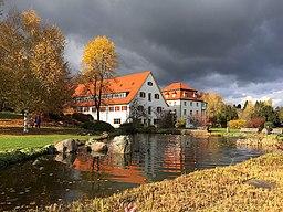 Park des Vinzenz-von-Paul-Hospitals Rottweil (Blick zu den Kaufmännischen Häusern)