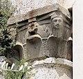 Pieve di santa giulia a caprona, ext. resti del transetto, capitello con testine.JPG