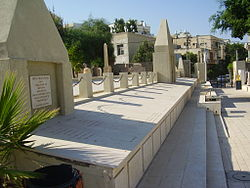 PikiWiki Israel 14501 Mass grave of the jewish victims of riots of 1921.JPG