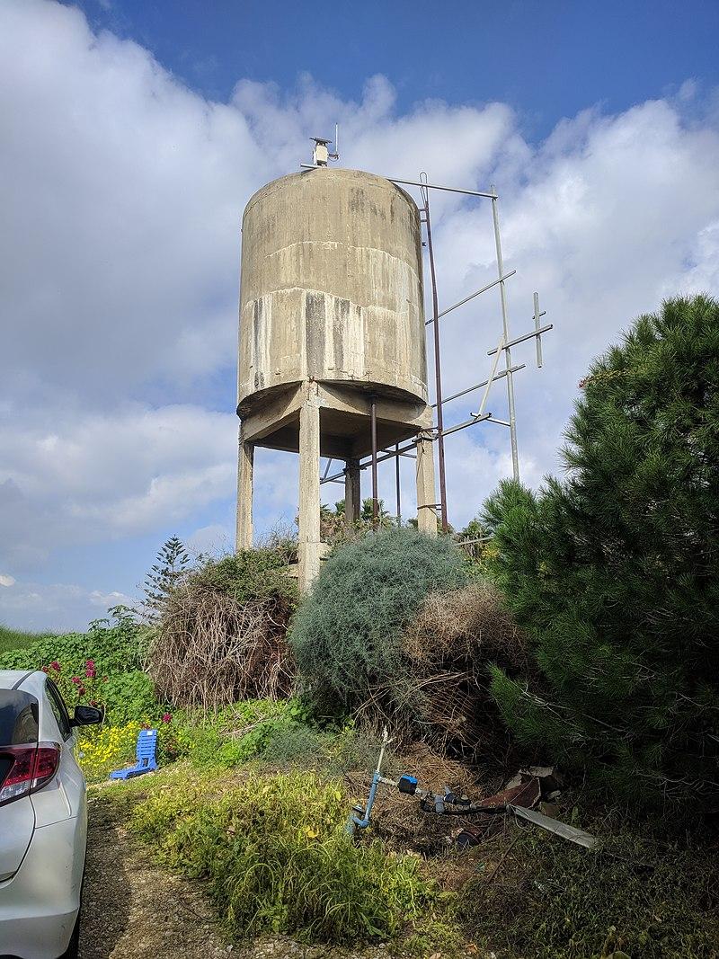 מגדל המים בדרך ההדירים בבית חנן