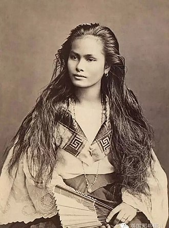 Sangley - A mestiza de sangley in a photograph by Francisco Van Camp, c. 1875.