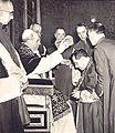 Pio XII impone la berretta cardinalizia a Giuseppe Siri.jpg
