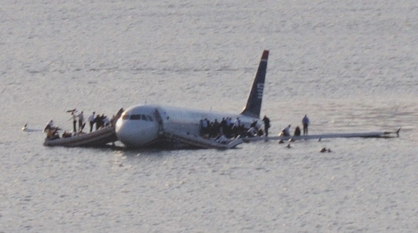 Plane crash into Hudson River muchcropped