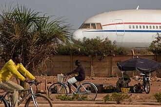 Transport in Burkina Faso - Image: Plane in Ouagadougou