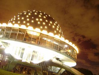 Galileo Galilei planetarium - Image: Planetario BA de noche