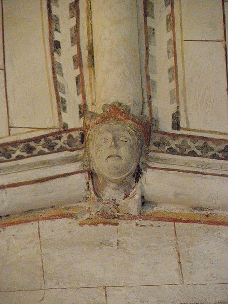 Église Saint-Denis de Pontigné (49). Intérieur. Voûtes du chœur. Clef secondaire. Tête de reine.