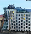 Prag – Das Tanzende Haus - Fred und Ginger - Tančící dům - Fred a Ginger - panoramio (1).jpg