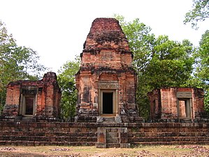 Prasat Bei - Three towers of the temple