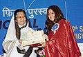 Pratibha Devisingh Patil presenting the Rajat Kamal Award to Ms. Rekha Vishal Bhardwaj for the Best Female Playback Singer (Ishqiya), at the 58th National Film Awards function, in New Delhi on September 09, 2011.jpg