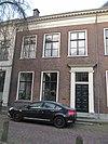 foto van Herenhuis met oud zadeldak, waarin dakkapel met fronton en met gevel onder rechte lijst