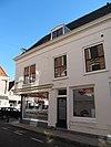 foto van Zijgevel van het winkelhuis hoek Nieuwe Boogerdstraat- St.Domusstraat