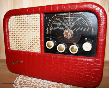Front side of a Radionette Kurér radio, produc...