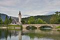 Ribčev Laz, Bohinj - cerkev sv. Janeza Krstnika in kamniti ločni most.jpg