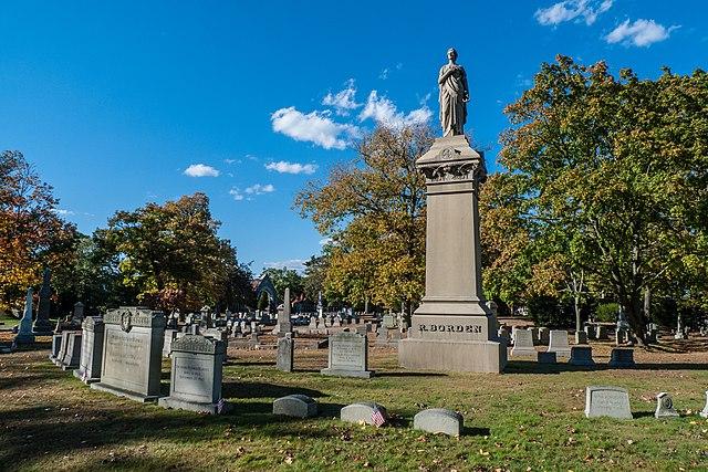 File:Richard Borden and family grave at Oak Grove Cemetery ...