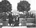 Richard Dehmel mit seiner Frau Ida im Garten des Nietzsche-Archivs, 1904.jpg