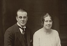 Robert Williams-Parry and his wife, Myfanwy (5254804).jpg