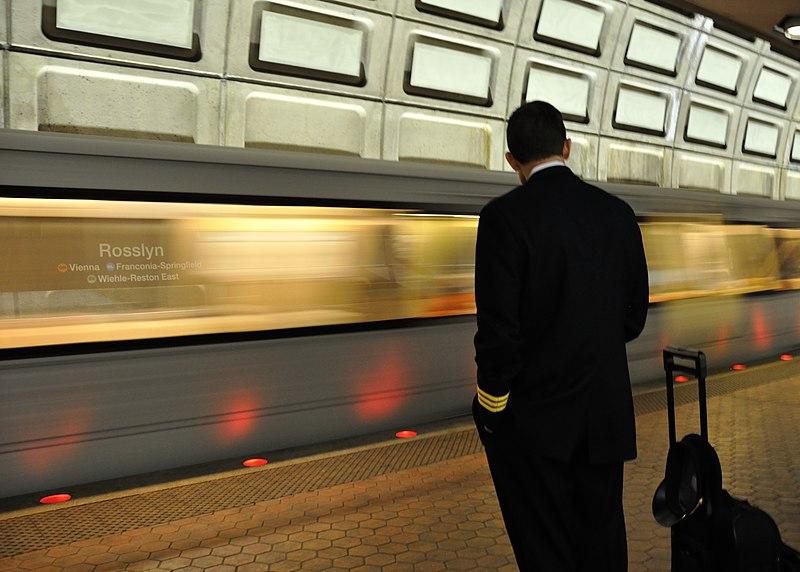 File:Rosslyn Metro 2014.jpg