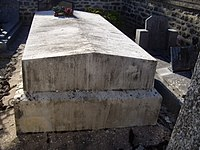 Rouvres-sous-Meilly - Tombe Jeanne.jpg