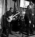 Ruddy mientras tocaba junto al artista latino cruz Monty.jpg