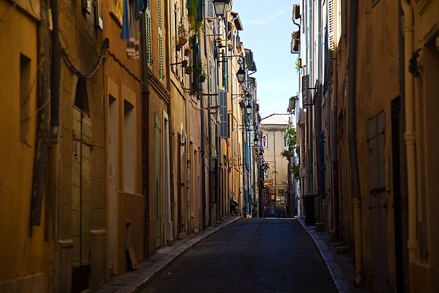 http://upload.wikimedia.org/wikipedia/commons/thumb/c/c8/Rue_Panier_Marseille.jpg/640px-Rue_Panier_Marseille.jpg