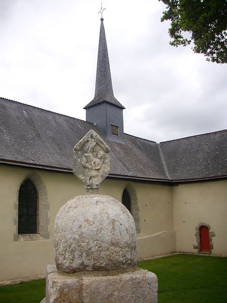 Our Lady chapel and its lech in Saint-Avé (Morbihan, France)