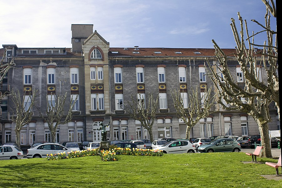 """English:  Hospital of """" The Charity """", built in 1929 by architects Coste and Lasserre.."""