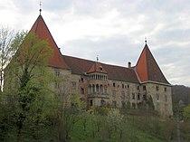 Schloss Spielfeld.jpg