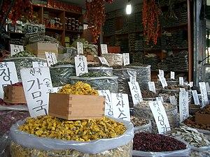 Gyeongdong Market - Image: Seoul Jegidong.Market 02