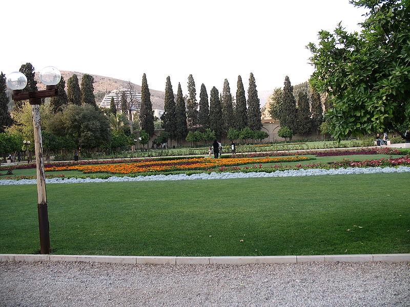 پرونده:Shiraz a park.jpg