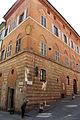 Siena, palazzo in via dei malavolti angolo via del cavallerizzo.JPG