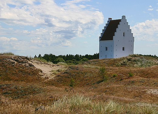 The sand-engulfed Buried Church (tilsandede kirke) at Skagen. Skagens tilsandede kirke.jpg