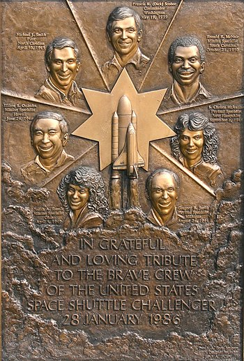 English: Memorial plaque of The Space Shuttle ...