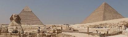 Sphinx and pyramids of Giza panorama.jpg