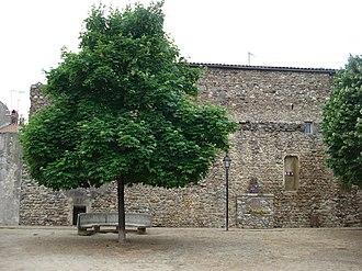 Saint-Vallier, Drôme - Image: St Vallier remparts