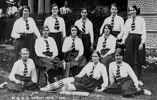 StateLibQld 1 175811 Group portrait of the Maryborough Girls Grammar School cricket team, 1915