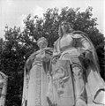 Statuile lui Dimitrie Cantemir și Vasile Lupu din Grupul Statuar al Voievozilor din Iași.jpg