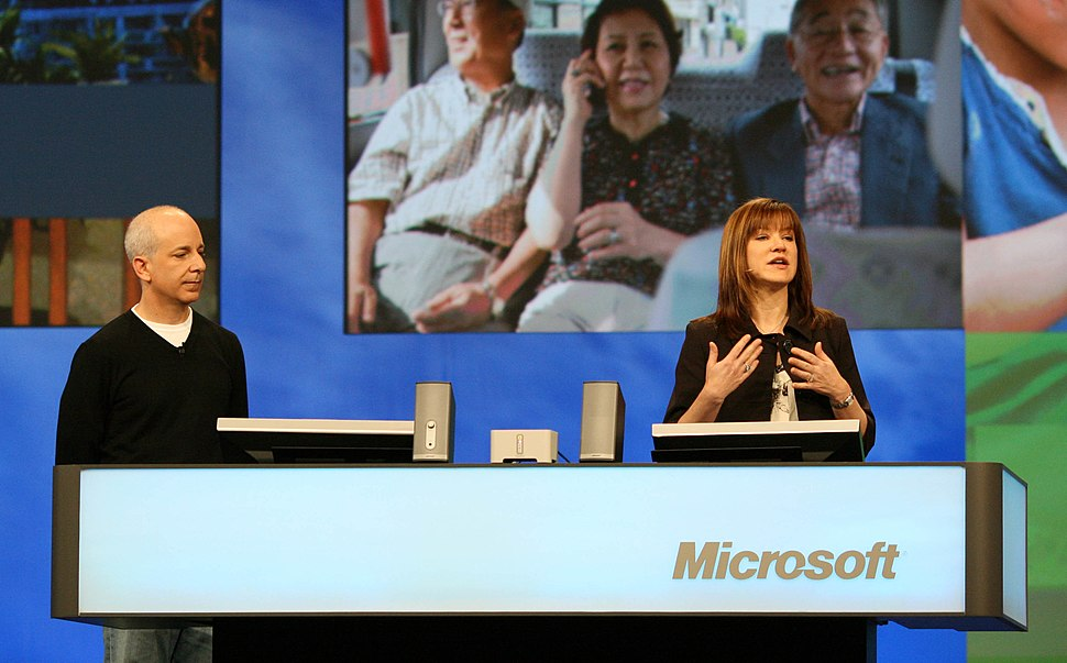 Steven Sinofsky and Julie Larson-Green at Microsoft PDC 2008, day two (3009002418)