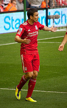 Stewart Downing protests Liverpool vs Bolton 2011.jpg