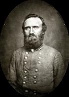 Uomo di mezza età con grande barba in uniforme militare