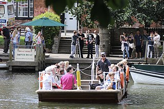 Stratford-upon-Avon chain ferry Chain ferry in the English town of Stratford-upon-Avon