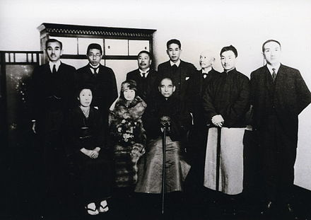 Sun (seated, right) and his wife Soong Ching-ling (seated next to him) in Kobe, Japan in 1924 Sun and Soong in Kobe.jpg