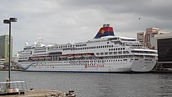 SuperStar Aquarius left in Keelung 20131013.jpg