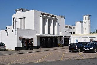 Surbiton railway station - Surbiton Station's art deco façade