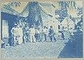Surinaamse Caraïben op een erf in de Saramaccastraat, Paramaribo Caräiben op erf in de Saramaccastraat (titel op object), NG-1994-65-1-47-2.jpg