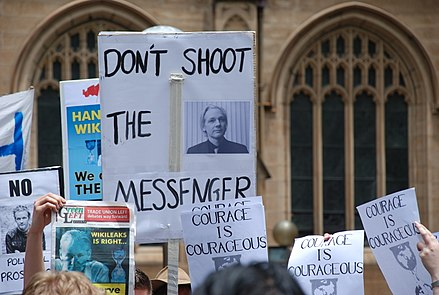 Demonstration in support of Assange in front of Sydney Town Hall, 10 December 2010 Sydney Wikileaks 2010-Dec-10.JPG