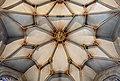 Tübingen - Stiftskirche - Chorraum - Gewölbe des Abschlusses mit Schlussstein.jpg